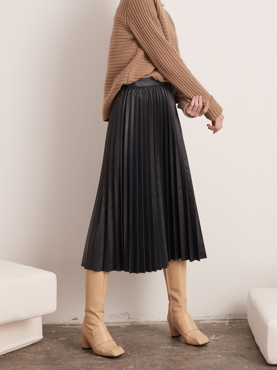 Open Pleated Leather Skirt- Navy