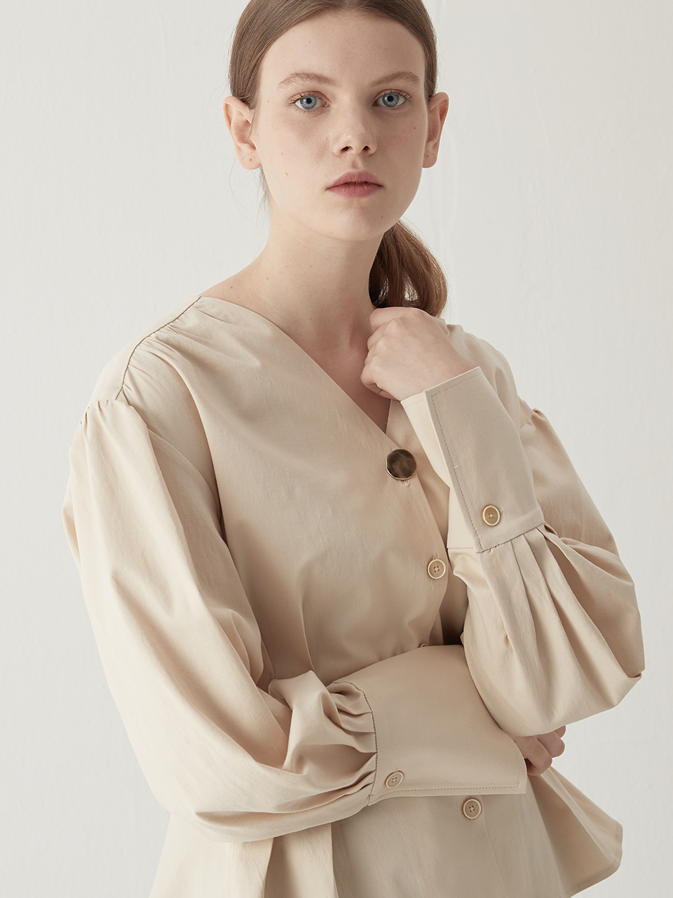 V-neck tucked blouse - Cream beige