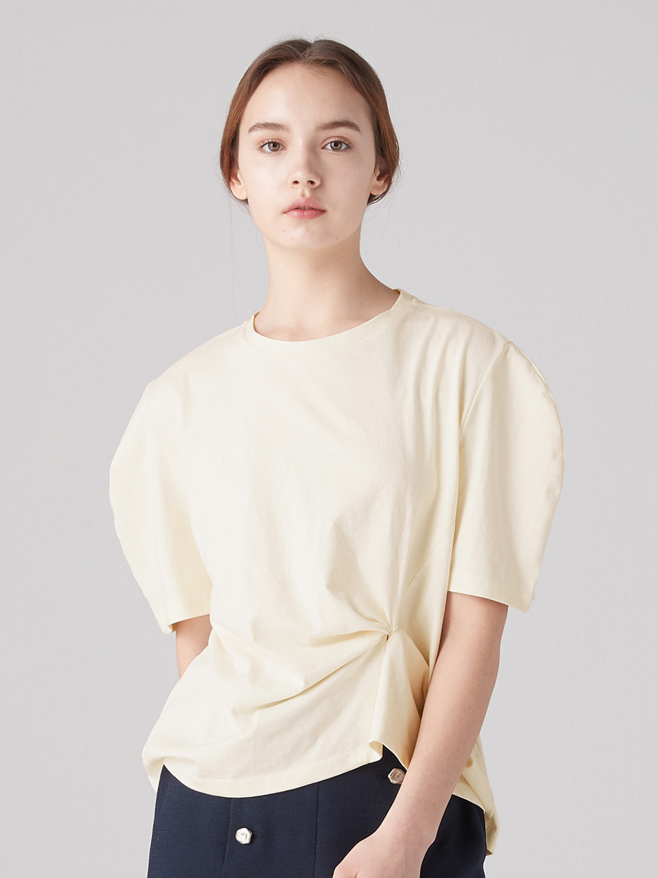 Knotted curve tee -Cream
