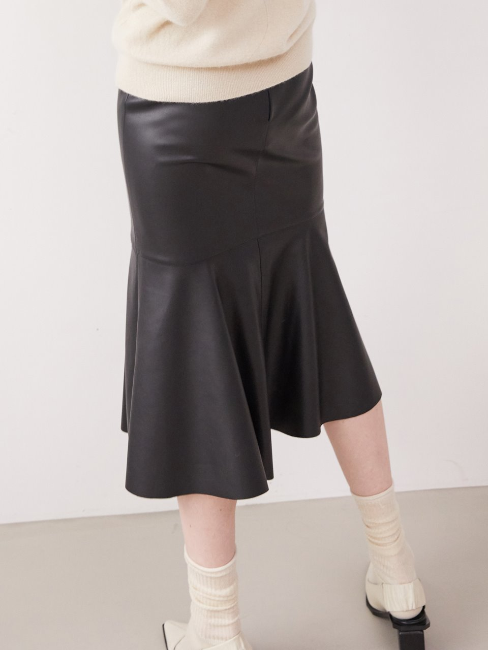 Front slit mermaid skirt - Leather black