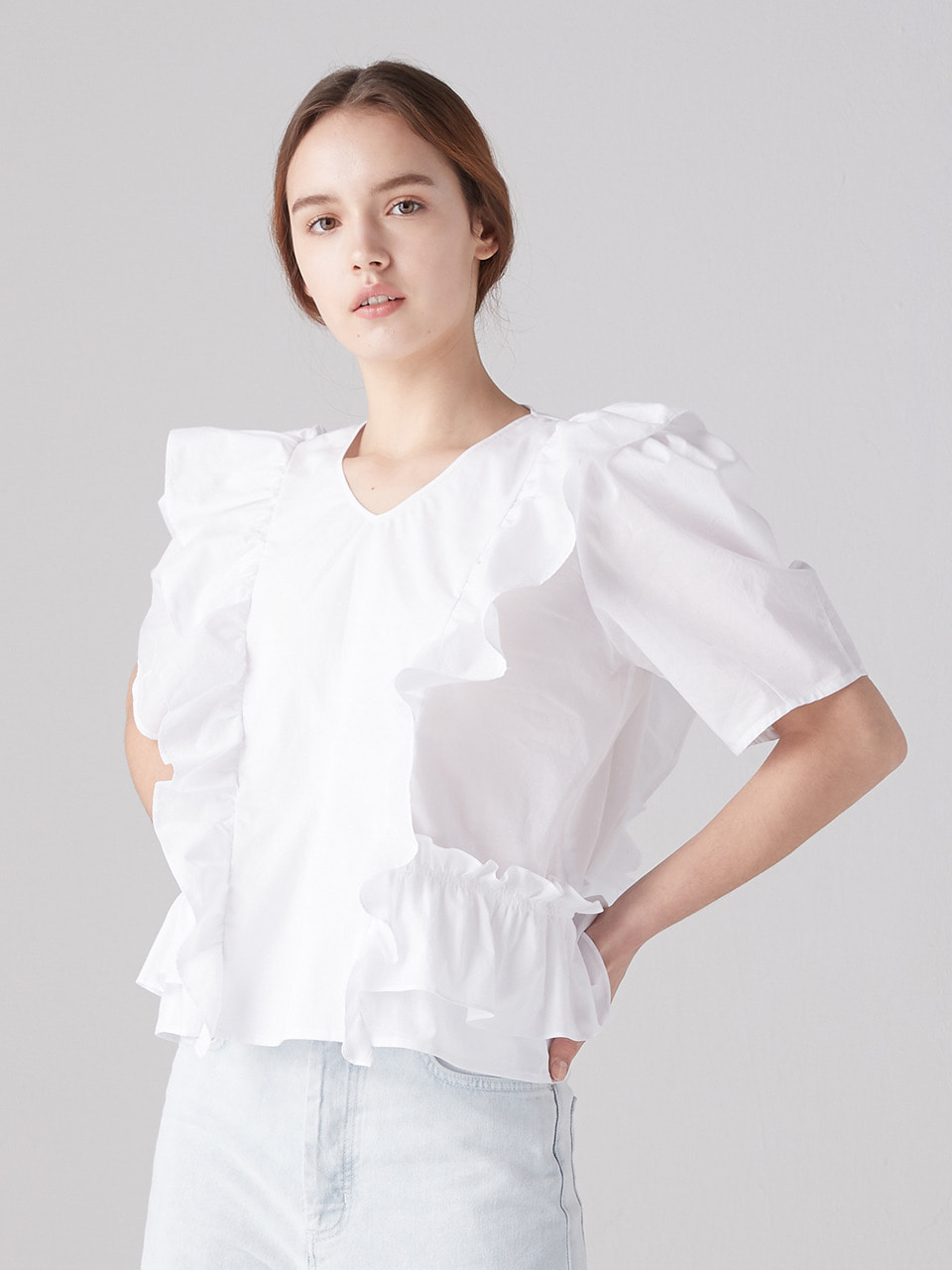 V-neck ruffle blouse - White