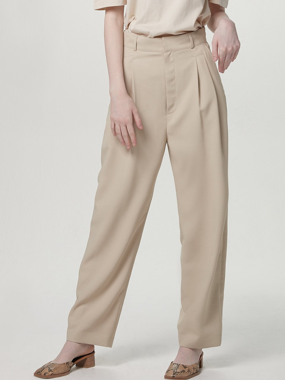 Highwaist tuck pants - Light beige