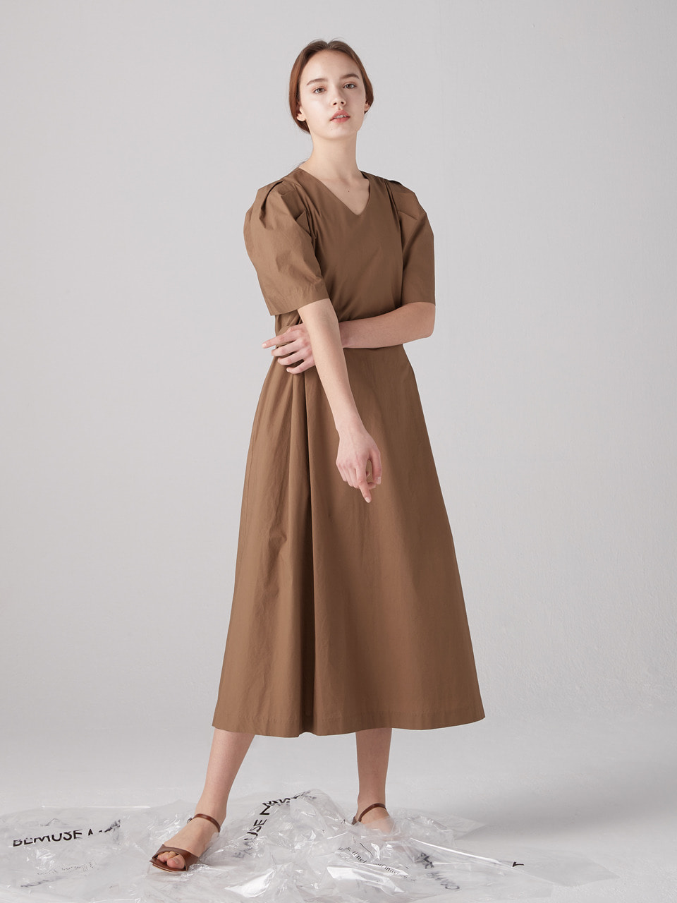 V-neck volume dress - Brown