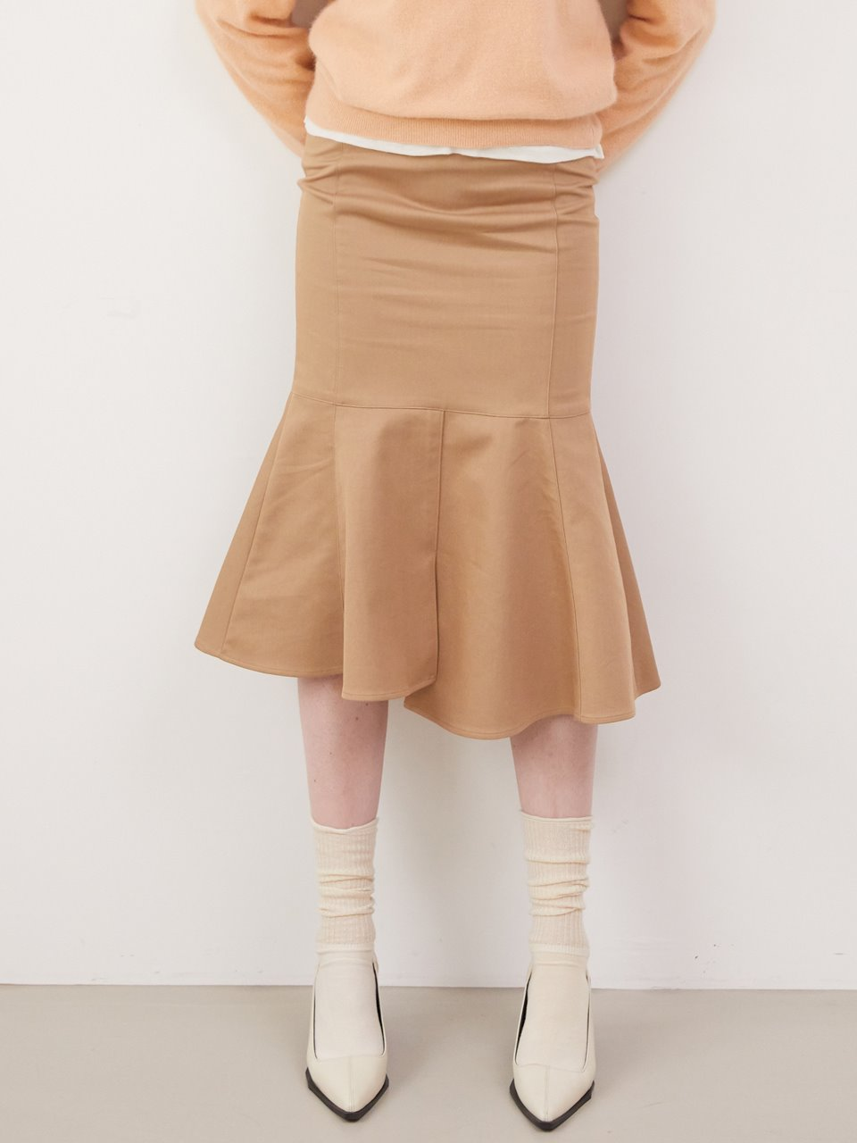 Front slit mermaid skirt - Beige